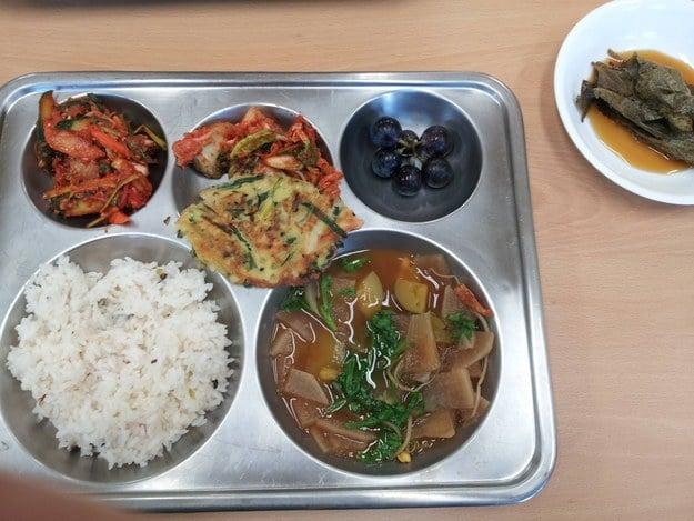 school-lunch-south-korea